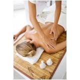 clínica para massagem com bambu